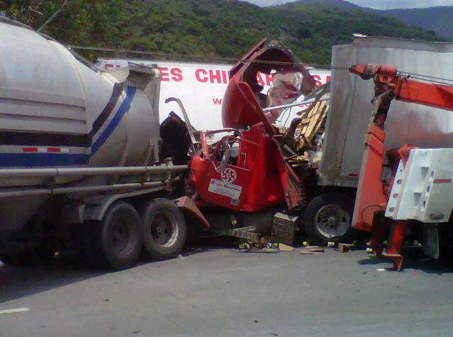 Accidentes De Trailers En Mexico http://www.excelsior.com.mx/2012/07/17/comunidad/848235